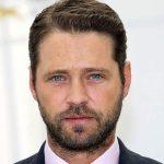 Jason Priestley lança livro e conta tudo. Até sobre Brad Pitt!