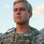 Um Brad Pitt bem diferente no filme da Netflix