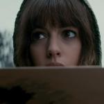 O estranho trailer de Colossal, o filme de monstro com Anne Hathaway