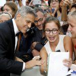 George Clooney e seu elenco de estrelas lançam filme em Veneza