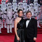 Toda pompa do tapete vermelho de Star Wars em Londres