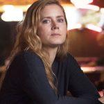 Chega hoje à HBO a série estrelada por Amy Adams!