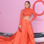 Jennifer Lopez ganha prêmio de moda