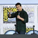 Tom Cruise aparece de surpresa para mostrar trailer de Top Gun na ComicCon
