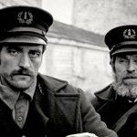 Robert Pattinson e Willem Dafoe brilhantes em O Farol