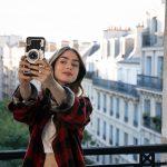 A delícia de ver as aventuras de Emily em Paris