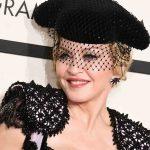 """Os looks mais """"inesquecíveis"""" do tapete vermelho do Grammy"""